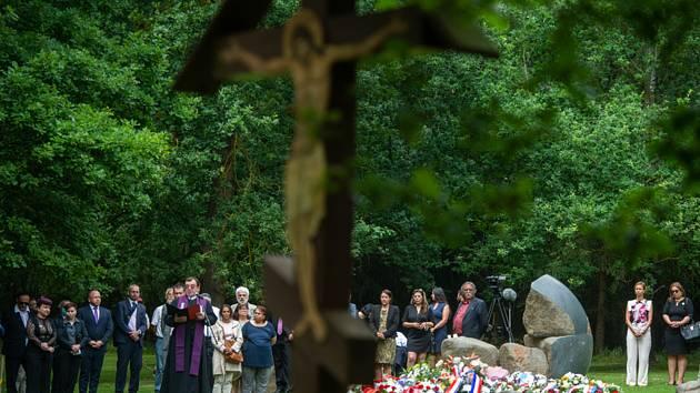 Pietní akt k uctění památky romských obětí nacismu v kárnémm a pracovním táboře v Letech u Písku se konal 2. srpna 2020