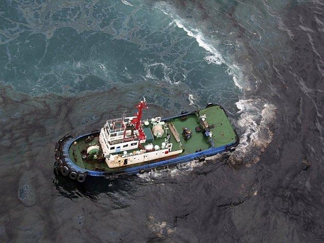 Do moře u pobřeží východothajské provincie Rajóng uniklo zhruba 50.000 litrů ropy.