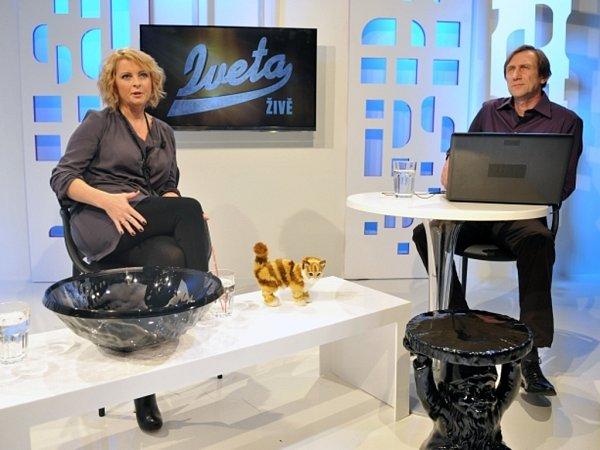 TV Pětka. Na snímku jsou zpěvačka Iveta Bartošová (vlevo) a herec Jan Antonín Duchoslav.