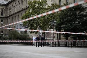 Uzavřené prostranství před policejních prefekturou v Paříži, kde 3. října zaměstnanec ubodal čtyři kolegy