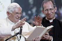 Přes milion mladých lidí se v neděli 21. srpna 2011 zúčastnilo mše papeže Benedikta XVI., kterou na letecké základně Cuantro Vientos u Madridu vyvrcholilo letošní světové setkání katolické mládeže.