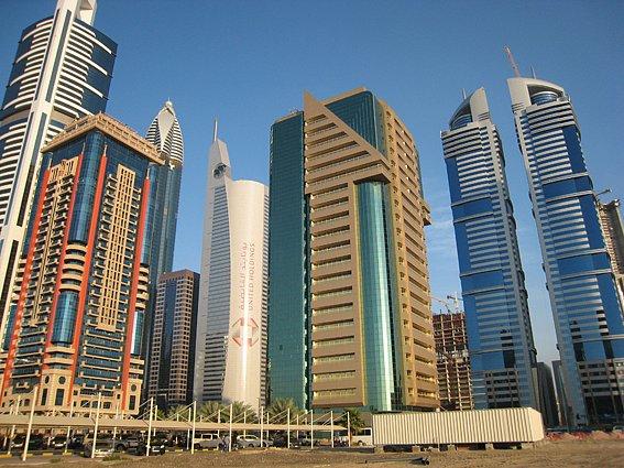 Věhlasní světoví architekti dávají v Dubaji volný průchod své fantazii. Na penězích dunajským šejchům příliš nezáleží