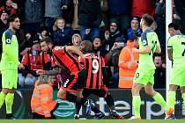 Bournemouth (v červeném) dokonale zaskočil favorita z Liverpoolu.