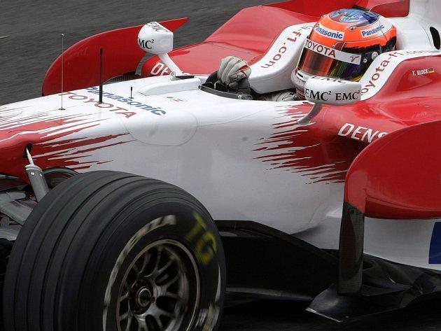 Timo Glock za volantem Toyoty na trati v Sao Paulu.