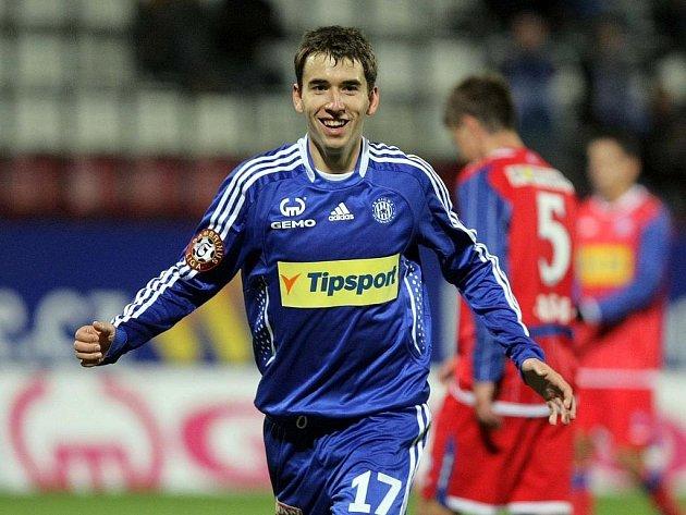 Olomoucký záložník Tomáš Hořava slaví gól proti Brnu.