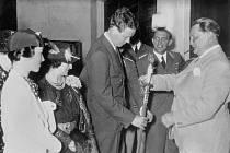 V roce 1938 dostal Lindbergh Záslužný kříž Německého orla, kterým jej dekoroval maršál německého nacistického letectva Hermann Göring