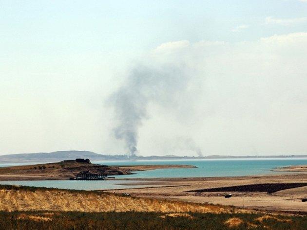 Kurdským milicionářům a iráckým vojákům se podařilo vytlačit radikály z přehrady u severoiráckého Mosulu.