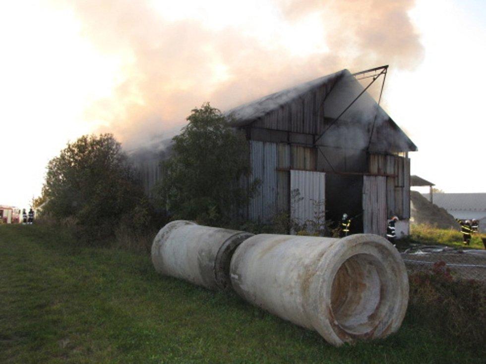 Požáru seníku v obci Starý Jičín-Janovice.