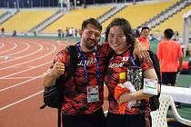 Japonská oštěpařka Haruka Kitaguči s trenérem Davidem Sekerákem