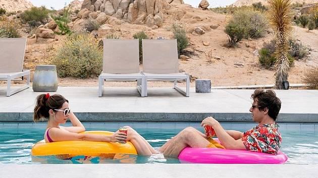 Cristin Milioti a Andy Samberg (Palm Springs)