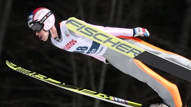 Nejlepší z Čechů Roman Koudelka se po nejdelším skoku druhého kola 130 metrů posunul z 24. na 13. místo, což je jeho nejlepší výsledek v sezoně.