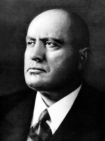 Benito Mussolini se zmocnil vlády státním převratem v říjnu 1922, od roku 1925 již vystupoval jako diktátor