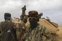 Bojovníci Tureckem podporované syrské opozice u města Rás al-Ajn na snímku z 18. října 2019