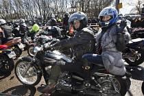 Motorkáři z ruského klubu Noční vlci projeli v neděli Běloruskem, jejich další trasa ale není jasná.
