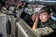 Den ozbrojených sil před krajským úřadem v Pardubicích posloužil jako pozvánka na Králicko, kde se tento víkend koná vojensko-historická akce Cihelna 2017. Hlavním lákadlem bude bitva ze samotného závěru druhé světové války na Vyškovsku, které se zúčastní