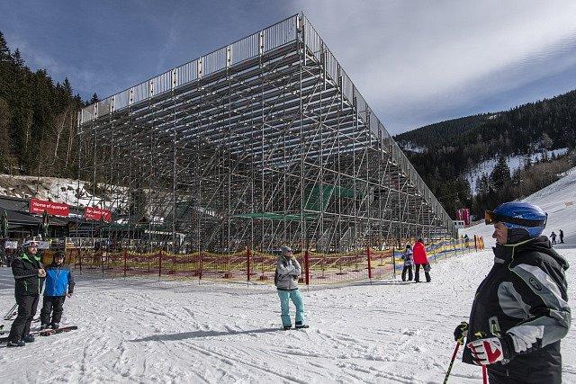 Příprava na SP ve sjezdovém lyžování ve Špindlerově Mlýně.