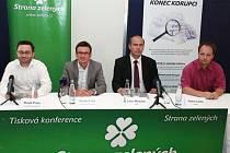 Strana zelených: Tomáš Průša, Ondřej Liška, Libor Michálek a Václav Láska při tiskové konferenci. Ilustrační foto.