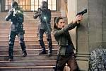 Moderní ztvárnění kultovního akčního filmu Total Recall z roku 1990 jí připravilo atraktivní roli povstalecké bojovnice, jež pomáhá hlavnímu hrdinovi (Colin Farrell) najít jeho minulost.