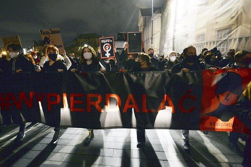 V Polsku se uskutečnily masové protesty proti zákazu interrupcí