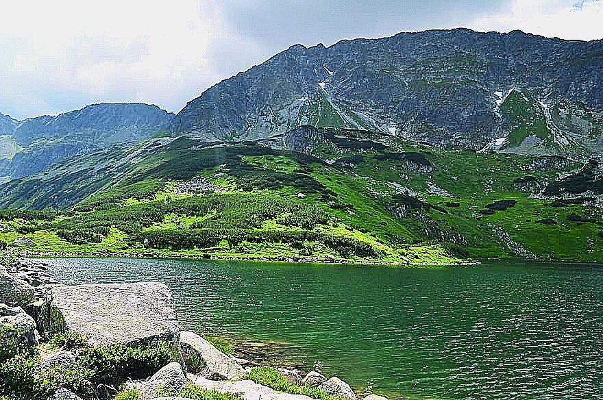 Belá. Nejdravější řeku na Slovensku si vodáci užijí hlavně na jaře, když tají sněhy vTatrách. Koryto bývá plné rozbouřené vody.