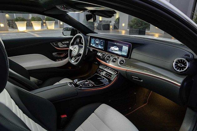 Mercedes-Benz třídy E Coupé.