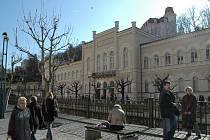 Karlovarská kolonáda, vpravo pohled na objekt Lázní III