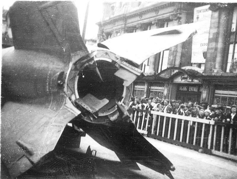 Veřejné představení rakety V2 na náměstí v Antverpách v roce 1945.