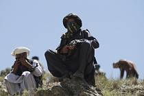 Bojovníci afghánského Tálibánu, ozbrojenci - ilustrační foto