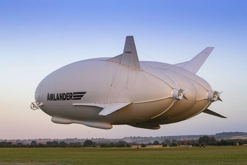 Podle všech indícií bude lety na Severní pól zajišťovat model vzducholodě Airlander od společnosti Hybrid Air Vehicles.