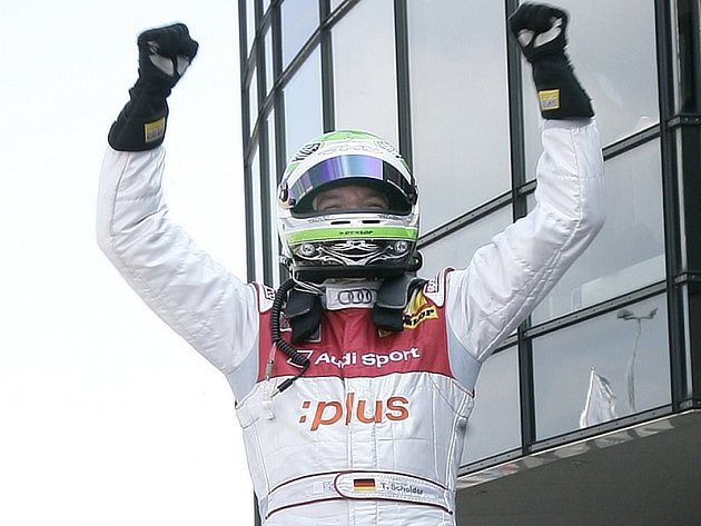 Timo Scheider slaví v Oscherslebenu své první vítězství v závodě DTM.