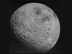 Snímek odvrácené strany měsíce pořízený z lodi Apollo 16