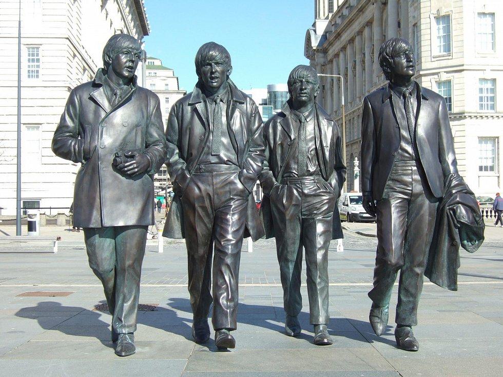 Socha legendárních The Beatles v Liverpoolu