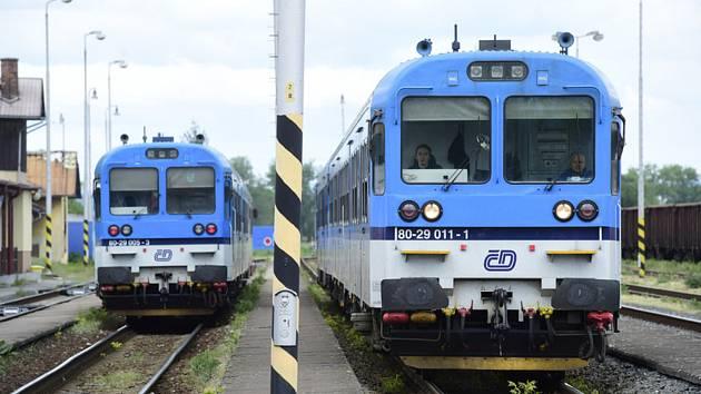Vlaky Českých drah na nádraží. Ilustrační foto