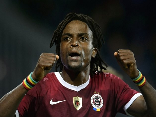 Costa Nhamoinesu ze Sparty se raduje z gólu proti Teplicím.