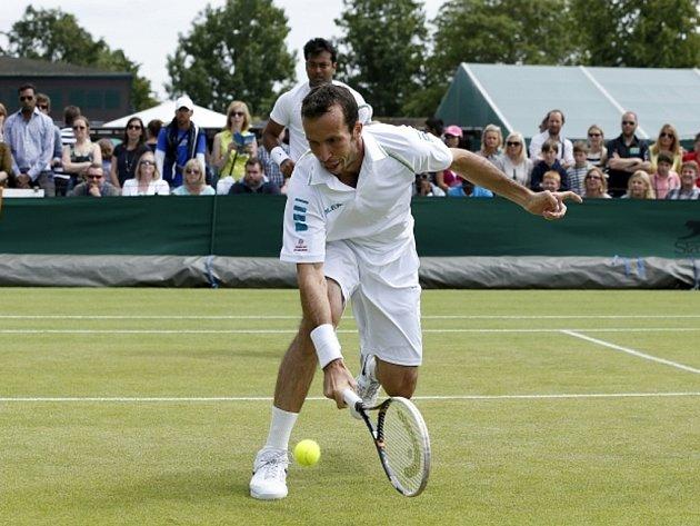 Radek Štěpánek (vpředu) na Wimbledonu po boku parťáka Leandera Paese.