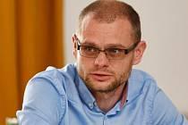 David Kádner na kulatém stolu Výboru pro obranu 23. dubna v Poslanecké sněmovně v Praze.