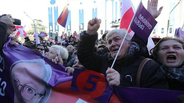 Demonstrace proti výsledkům prezidentských voleb v gruzínském hlavním městě Tbilisi