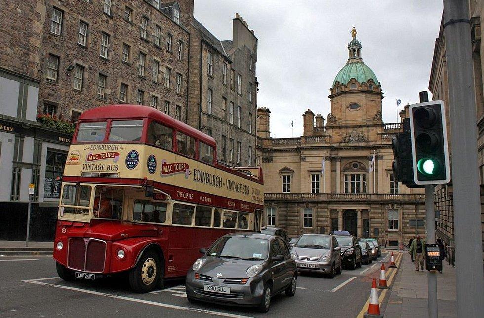 Doubledecker v Edinburghu. Ilustrační snímek