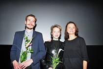 Předpremiéra filmu Zahradnictví: Nápadník. Zleva herec Jáchym Kučera a herečky Anna Fialová a Klára Melíšková