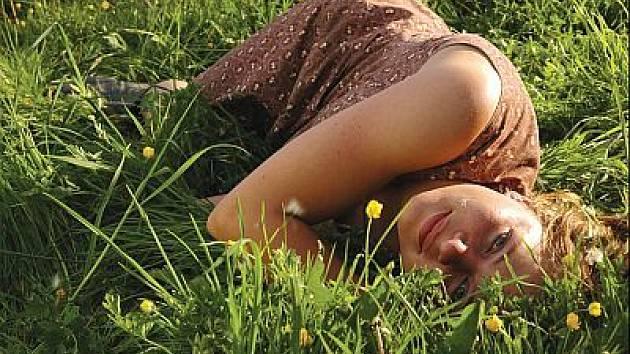 Film Emino štěstí popisuje vztah chovatelky prasat a muže–vegetariána s rakovinou.