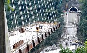 V Kolumbii se zřítil rozestavěný most