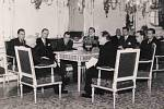 Vojmír Srdečný na návštěvě u prezidenta E. Beneše v roce 1946 spolu s delegací studentů postižených represemi 17.11.1939 (první zprava)