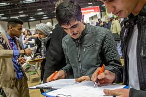 Během letoška a příštího roku by se ale pracovní příležitosti pro běžence měly výrazně rozšířit. Třetina firem očekává, že do dvou let bude mít mezi svými zaměstnanci běžence.
