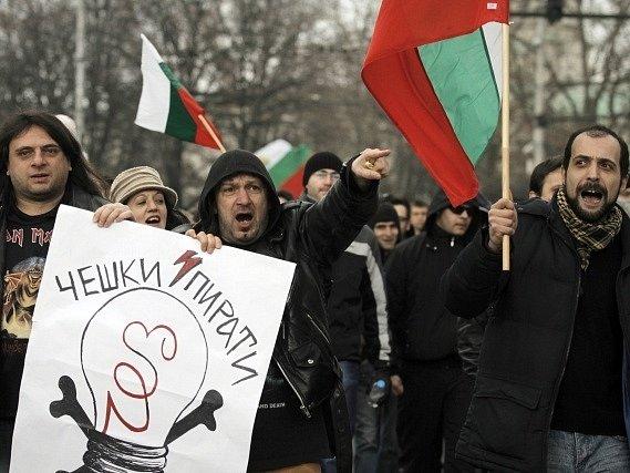 Tisíce Bulharů dnes opět demonstrovaly ve dvou desítkách bulharských měst proti vysokým účtům za elektřinu.