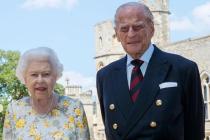 Nejnovější fotka prince Philipa a královny Alžběty II.