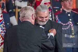 Daniel Hůlka přijímá státní vyznamenání. Ilustrační snímek