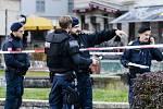 Ozbrojení policisté na ulici ve Vídni den po střeleckém útoku v centru rakouské metropole
