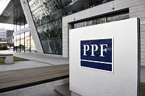 Logo skupiny PPF u jejího pražského sídla na snímku pořízeném 18. dubna 2017