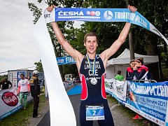 František Linduška vyhrál závod ČP v olympijském triatlonu v Plzni.