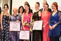 Vítězky 6. ročníku soutěže Žena regionu na slavnostním galavečeru společně s místopředsedkyní Senátu PČR Miluší Horskou, ministryní práce a sociálních věcí Michaelou Marksovou, zástupci soutěže a sponzory.